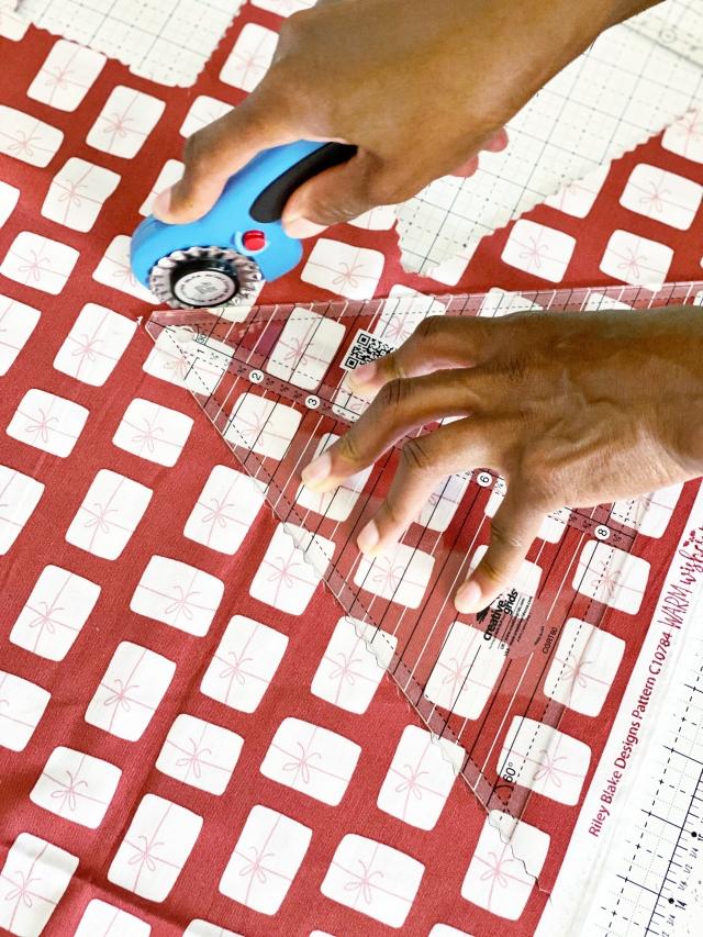 Hexi Pillow Cushion: Cutting the triangles